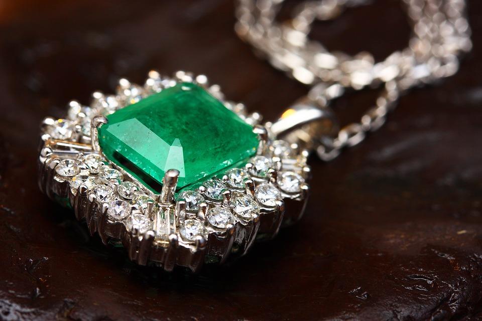 La pierre de jade : une gemme qui fascine depuis des millénaires
