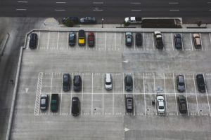 un parking aéroport