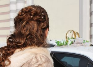 Les extensions de cheveux adhésives un rallongement de qualité