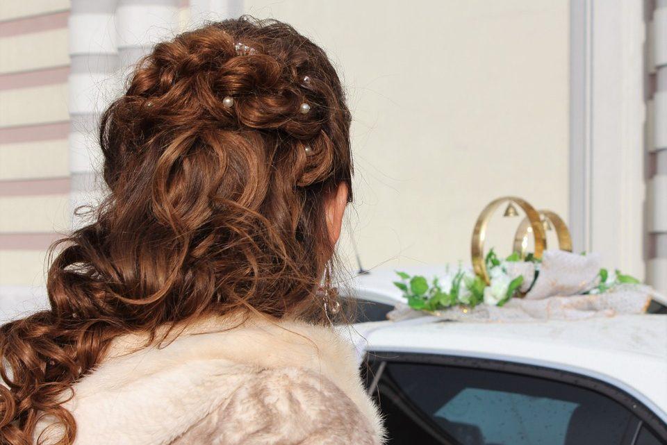 Les extensions de cheveux adhésives: un rallongement de qualité